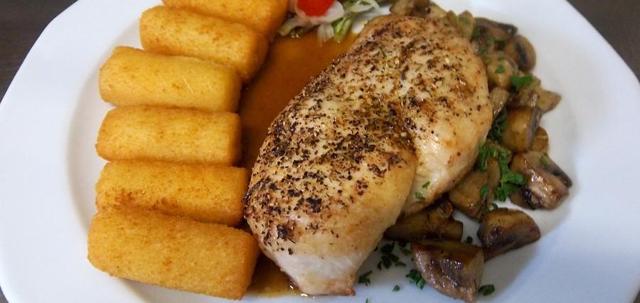 Gebratene Hähnchenbrust mit frischen Champignons